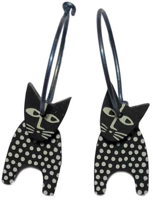 Øreringe prikkede katte