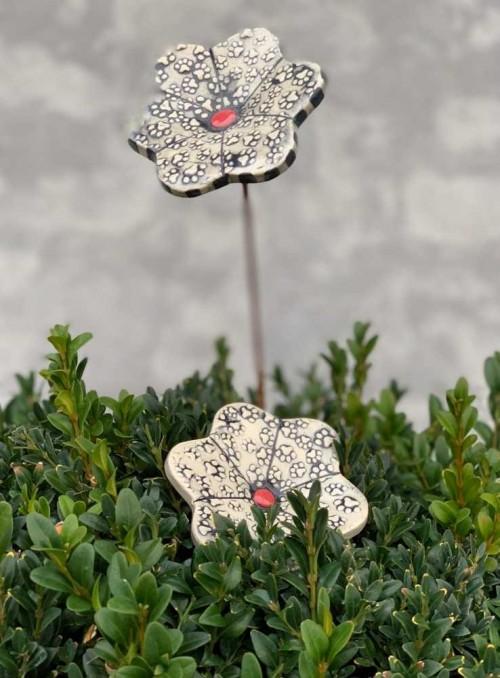 Keramik blomst med poter