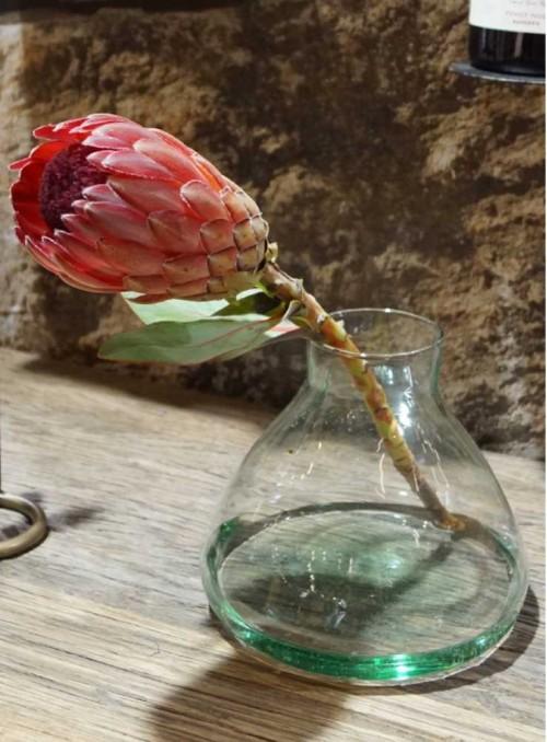 Glas vare i form som en kolbe