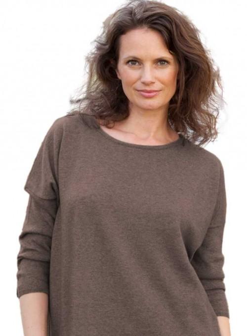 Strik sweater fra Gorridsen Design model Stella O-neck Nutmeg