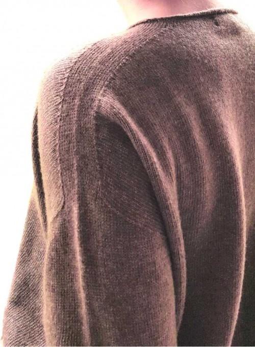 Strik sweater fra Gorridsen Design model Leda Camel