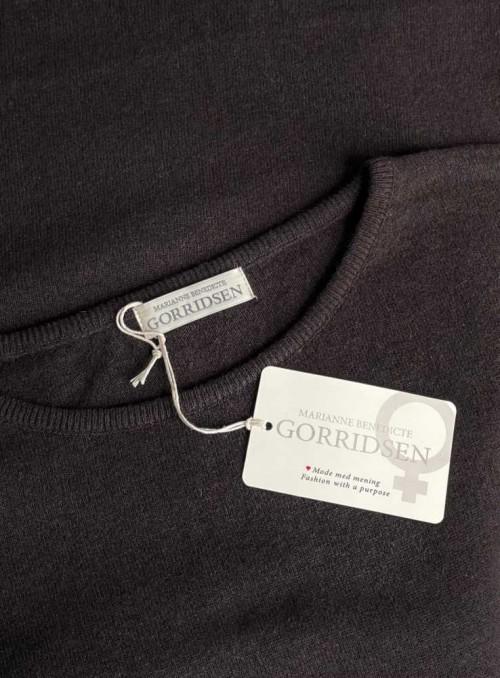 Strik sweater Stella fra Gorridsen Design med O-neck farve Coffee
